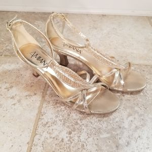🌸Amiana Gold Leaf Strappy Sandals Size 8 15/A5360